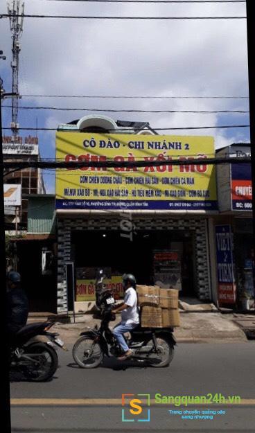 Cần sang nhượng quán cơm gà xối mỡ đang hoạt động kinh doanh đông khách tại quận Bình Tân.
