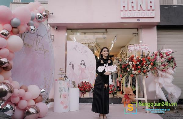 Sang shop thời trang nữ hàng xịn nằm ngay trung tâm thương mại quận 1.